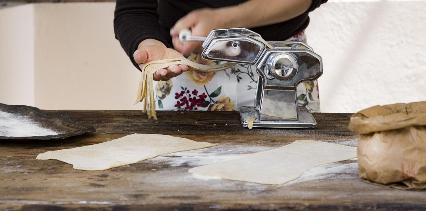 Tagliatelle preparazione - La Cuoca Insolita