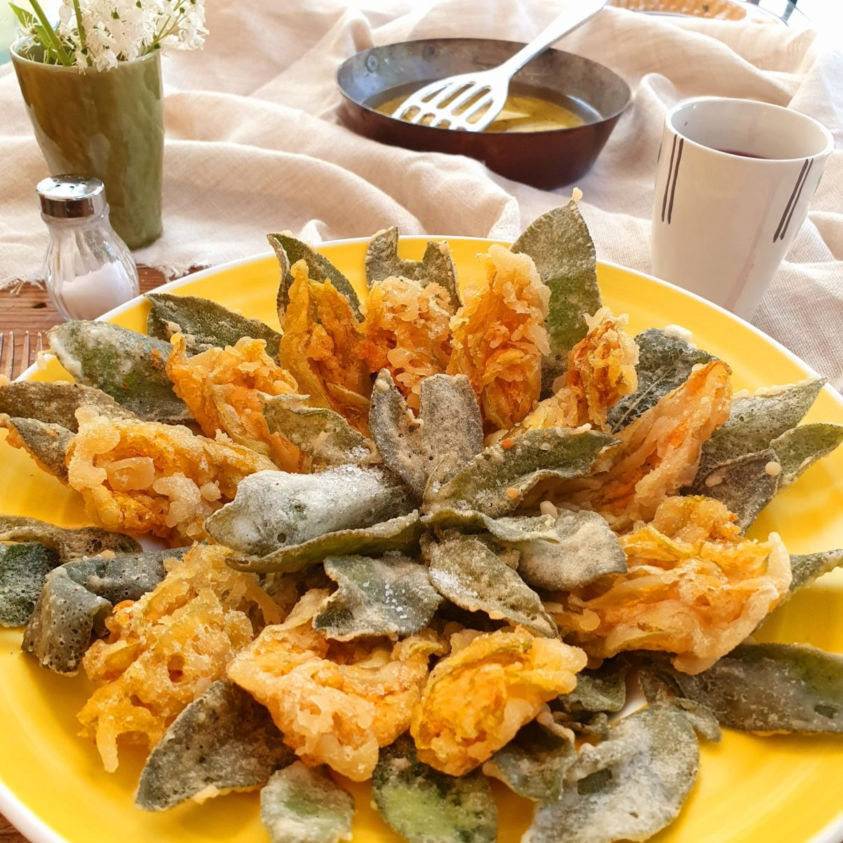 fiori di zucchina e salvia fritta in pastella